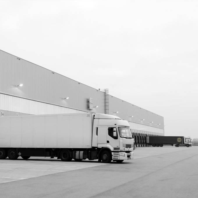 Тир доставя стока в централен склад регионално дружество Равно поле