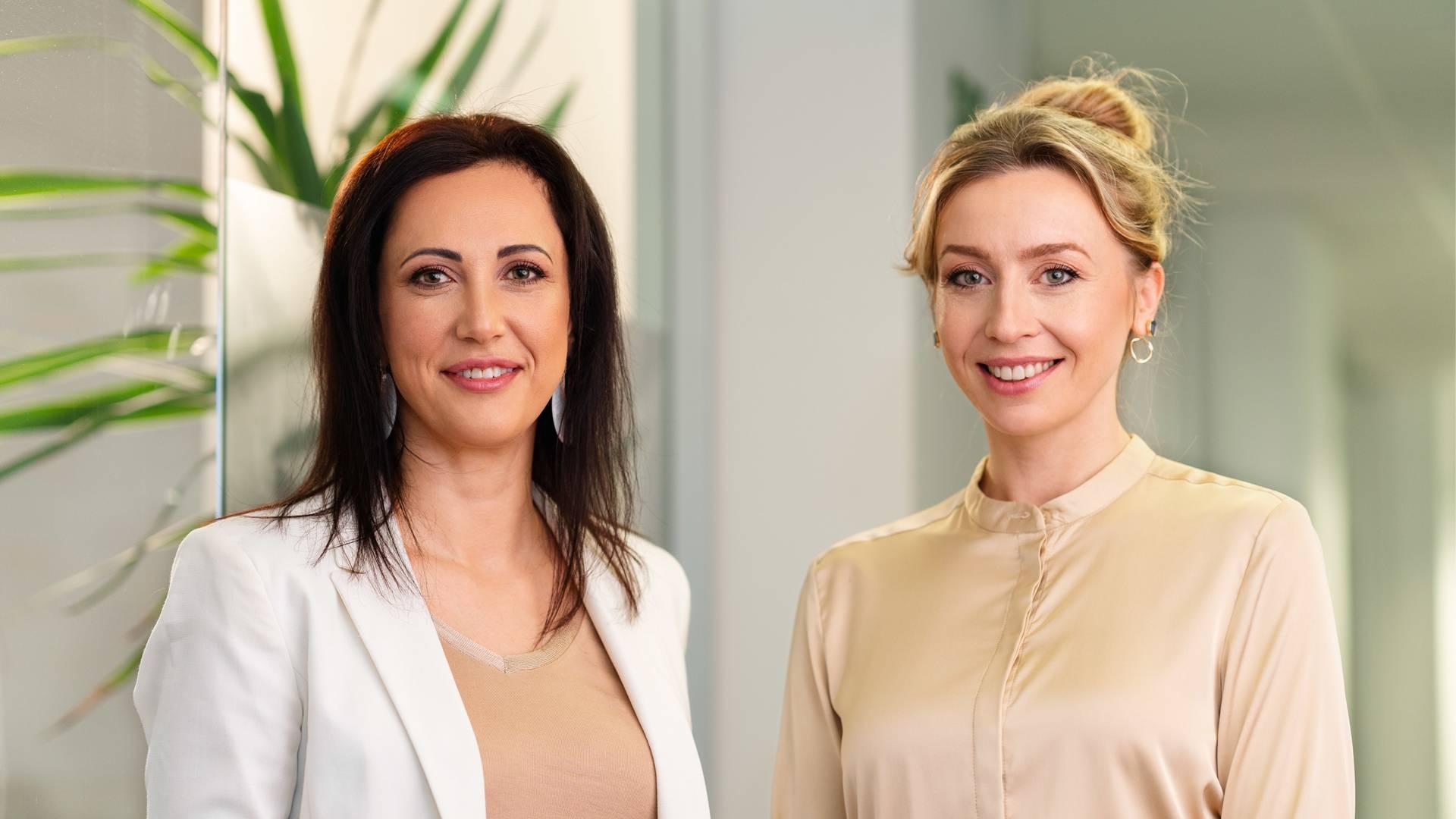 Две дами от отдел Експанзия