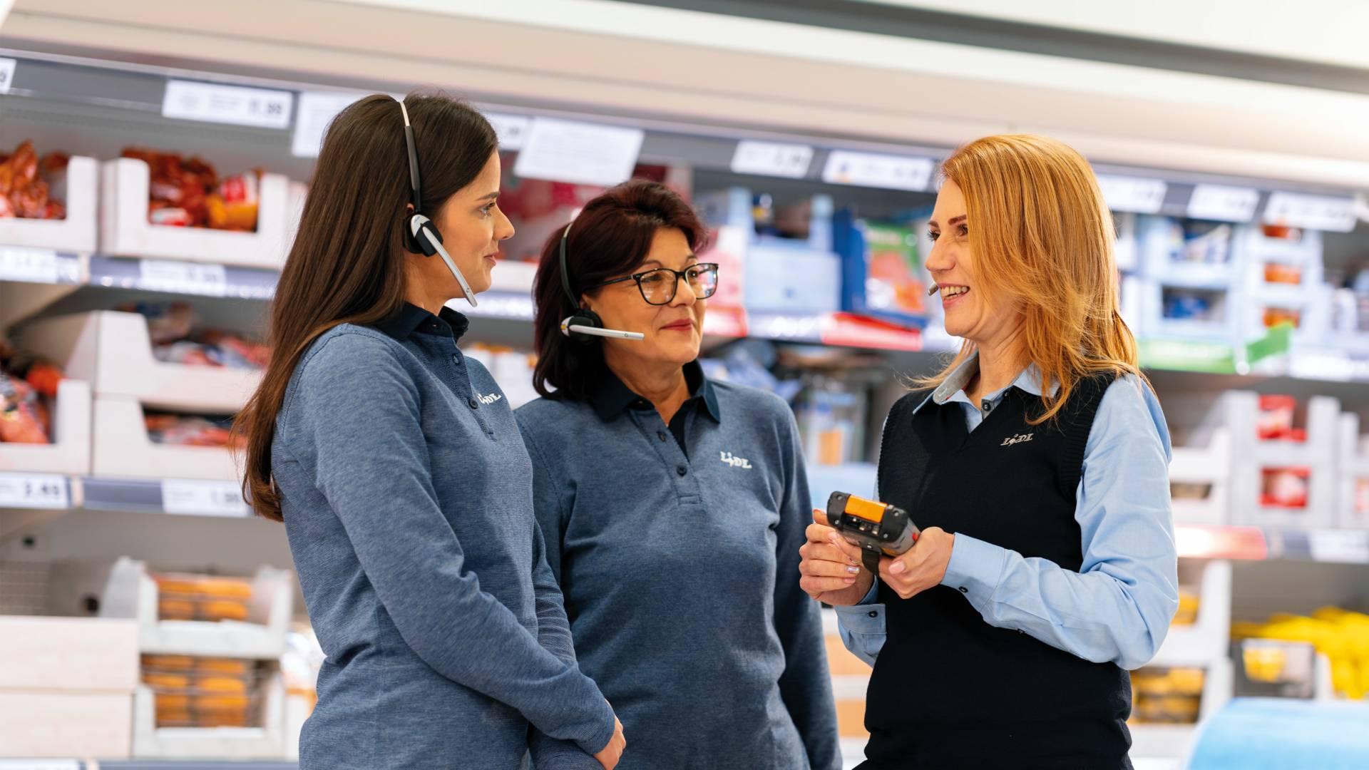 мениджър филиал и двама касиер-продавачи в магазин Лидл