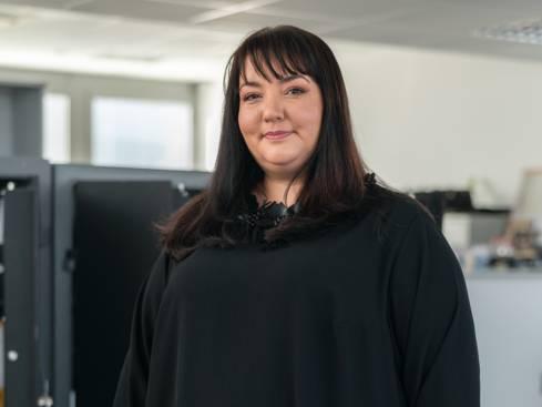 Жена счетоводител в централен офис